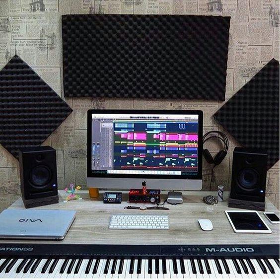 Modern Piano Keyboard Learning Style